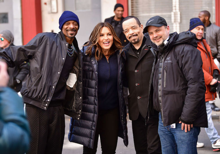 Mariska Hargitay and Ice-T post with Snoop Dogg and Alex Chapple, the show's director.