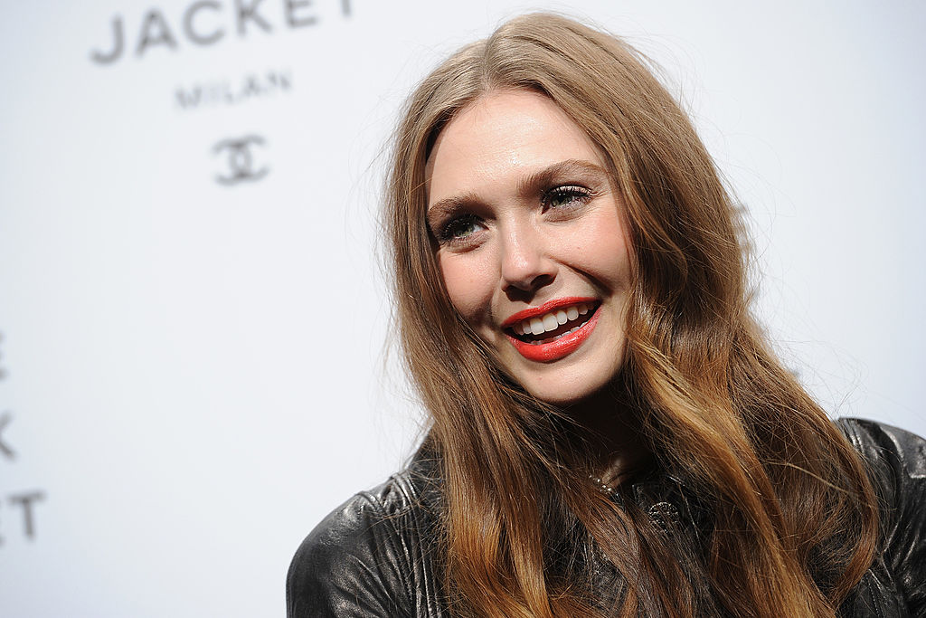 is elizabeth olsen related to the olsen twins