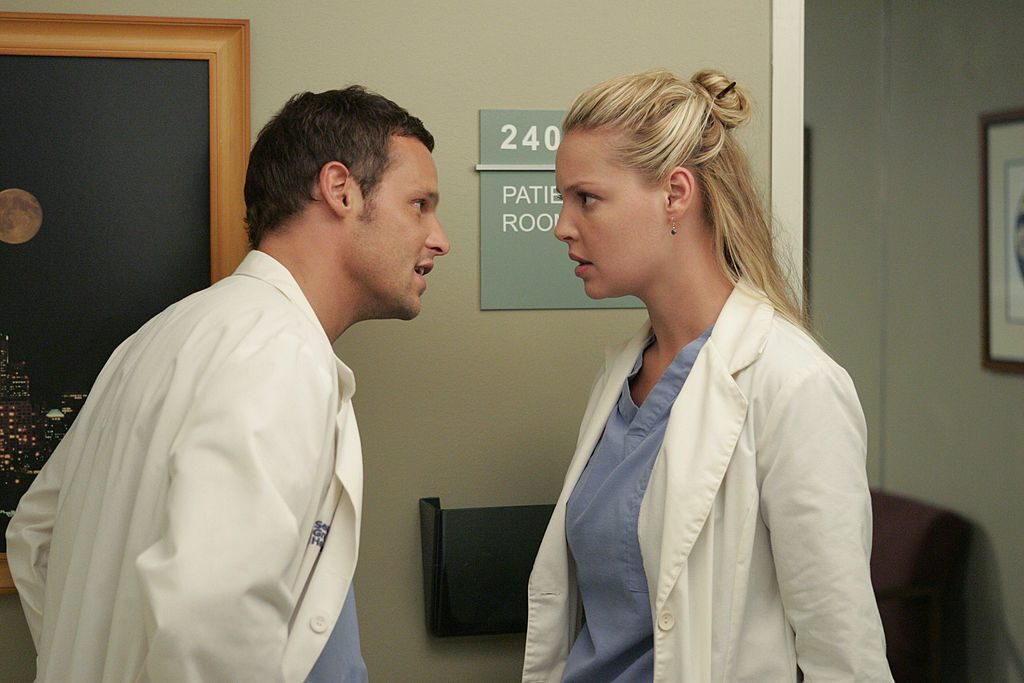 Justin Chambers as Alex Karev and Katherine Heigl as Izzie Stevens on Grey's Anatomy