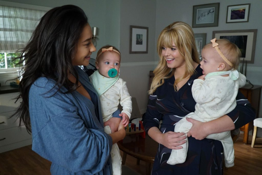 Emily (Shay Mitchell) and Alison (Sasha Pieterse) with their twins in Pretty Little Liars