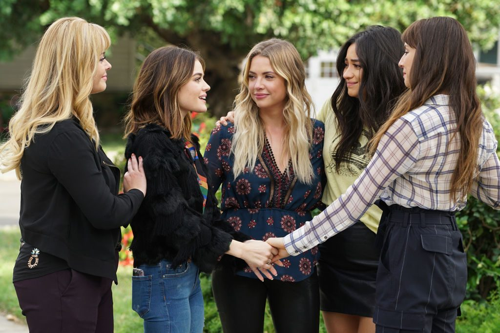 Sasha Pieterse, Lucy Hale, Ashley Benson, Shay Mitchell, and Troian Bellasario in the series finale of 'Pretty Little Liars'