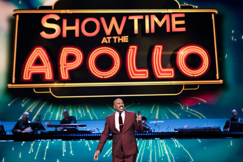 Steve Harvey hosting Showtime at the Apollo