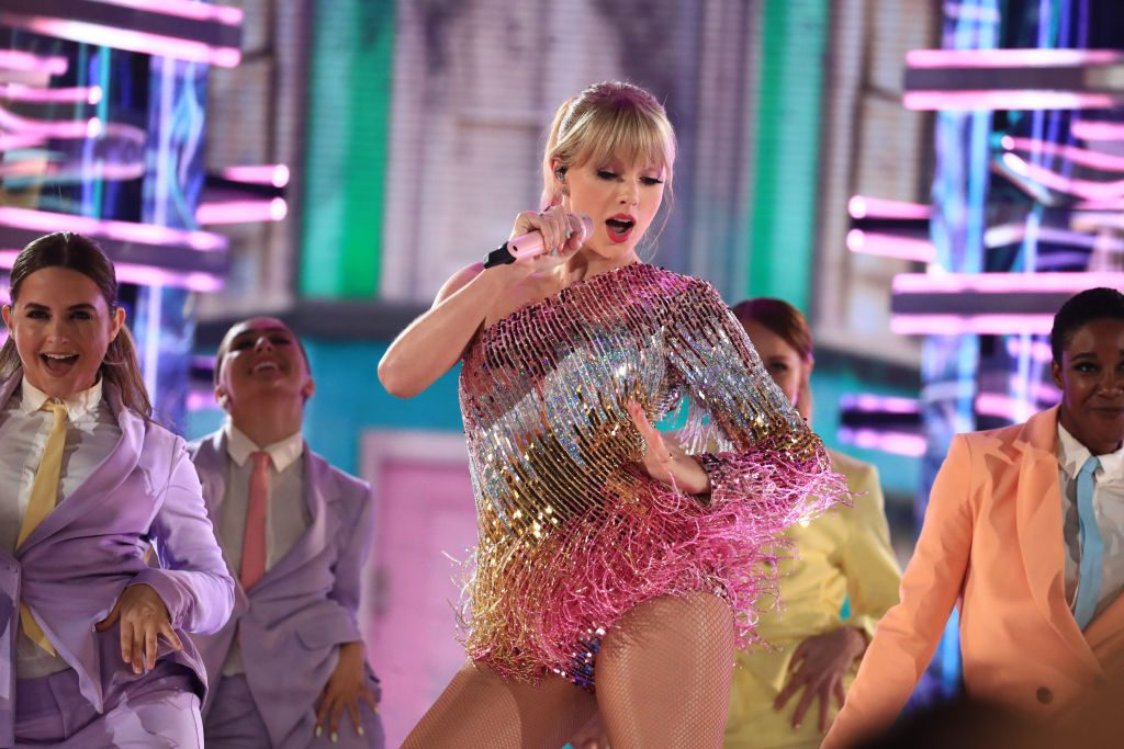 Taylor Swift performs at the Billboard Music Awards