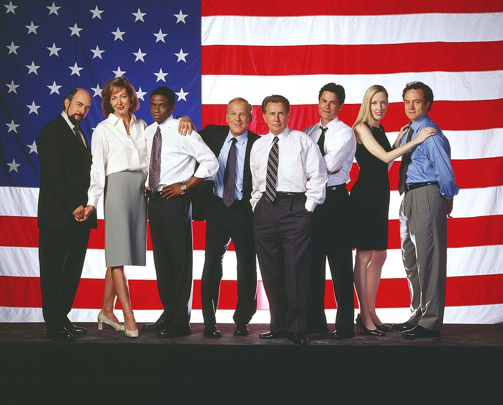 (l-r) Richard Schiff as Communications Director Toby Ziegler; Allison Janney as Press Secretary CJ Gregg, Dule Hill as aide Charlie Young, John Spencer as Chief of Staff Leo McGarry, Martin Sheen as President Josiah Bartlet, Rob Lowe as Deputy Communications Director Sam Seaborn, Janel Moloney as Assistant Donna Moss, Bradley Whitford as Deputy Chief of Staff Josh Lyman
