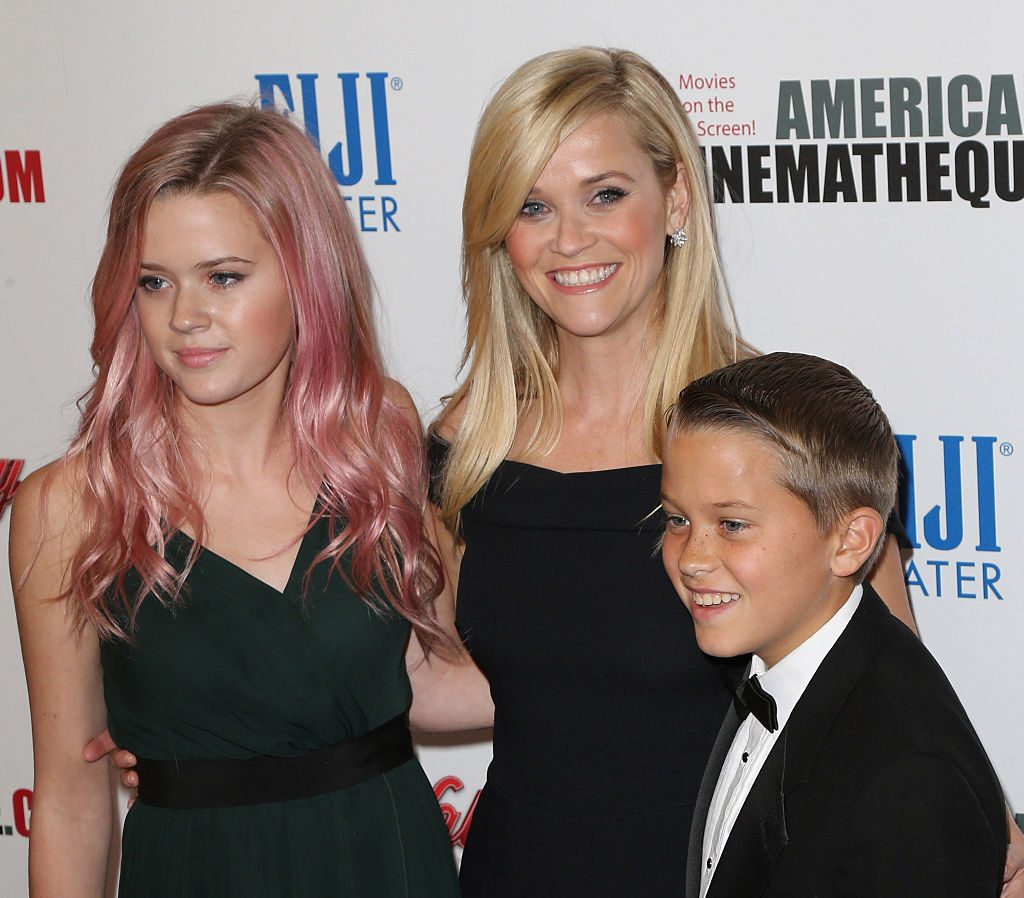 Reese Witherspoon, Ava Phillippe (L), and Deacon Phillippe (R)