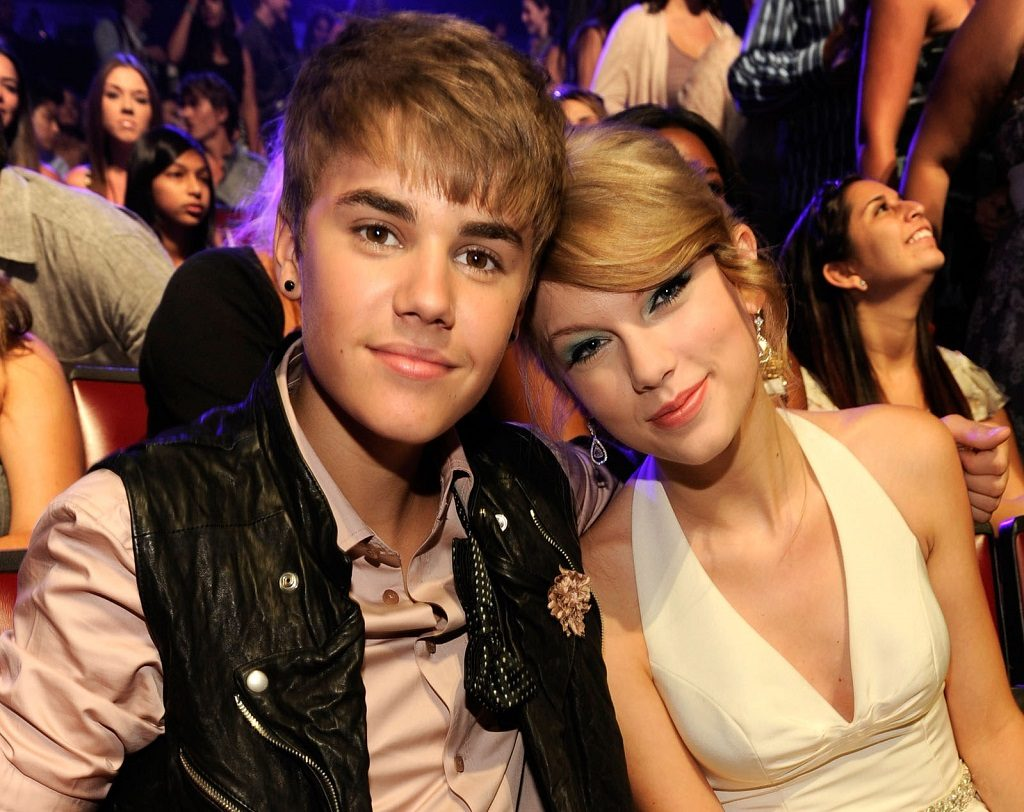 Singer Justin Bieber and musician Taylor Swift attend the 2011 Teen Choice Awards at Gibson Universal Amphitheatre on August 7, 2011.