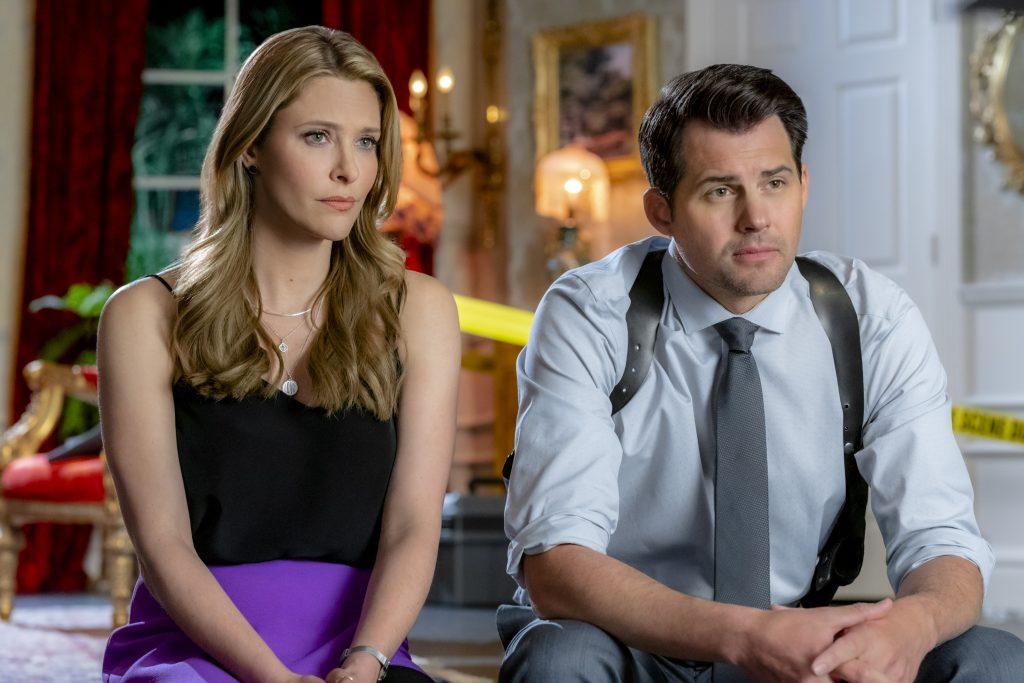 Jill Wagner and Kristoffer Polaha in Mystery 101  episode