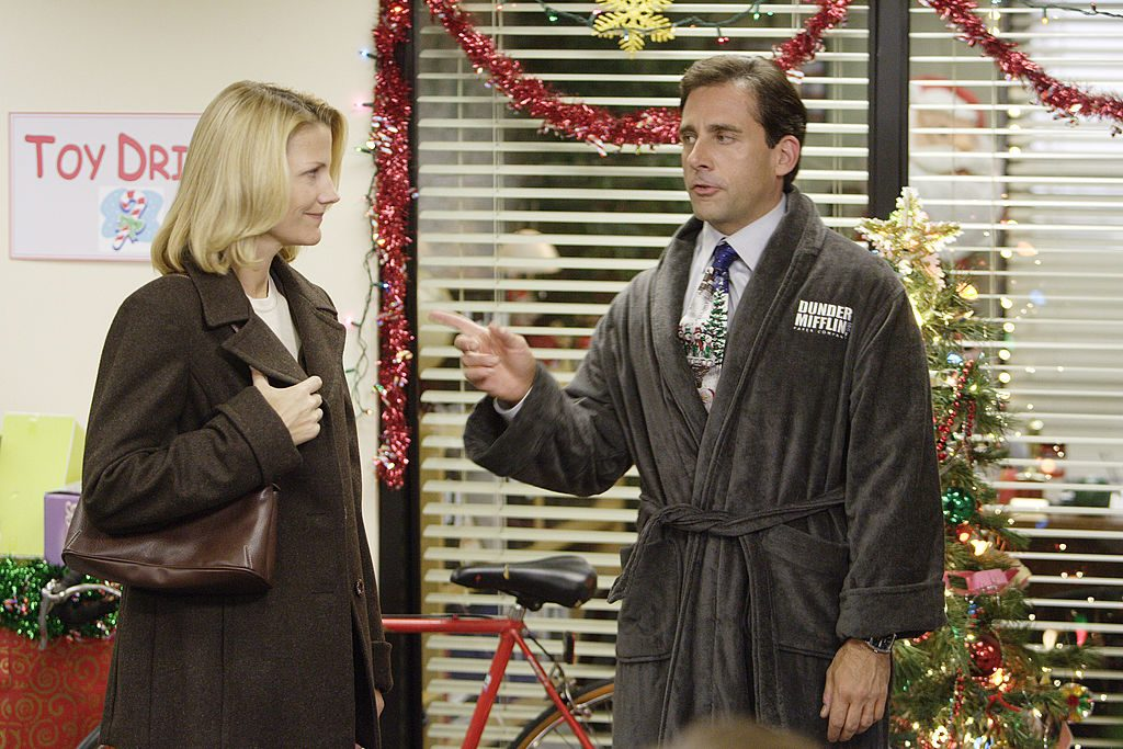 Nancy & Steve Carell paying a couple on The Office
