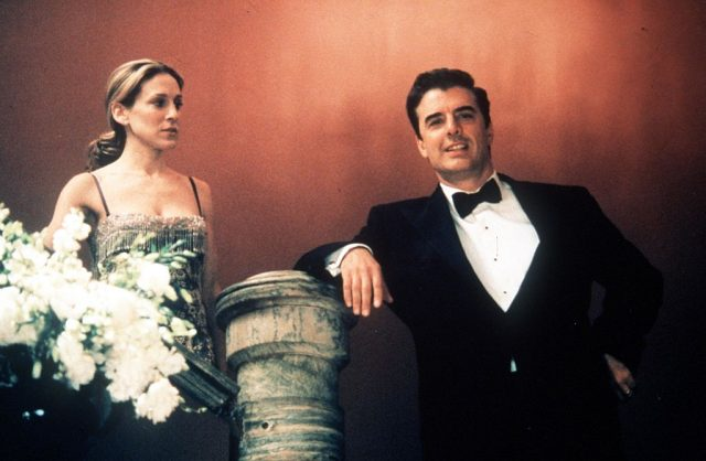 Actors Sarah Jessica Parker (Carrie) and Chris Noth (Mr. Big) act in a scene from the HBO television series 'Sex and the City'.
