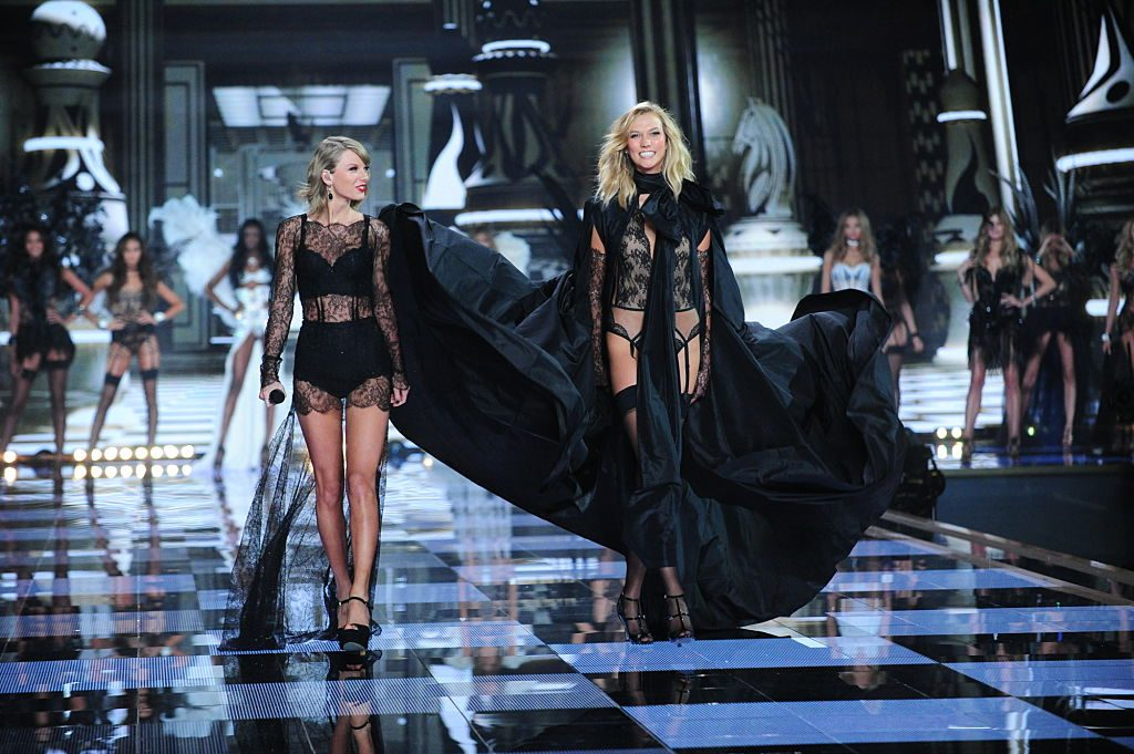 Taylor Swift and Karlie Kloss | Heather Wines/CBS via Getty Images
