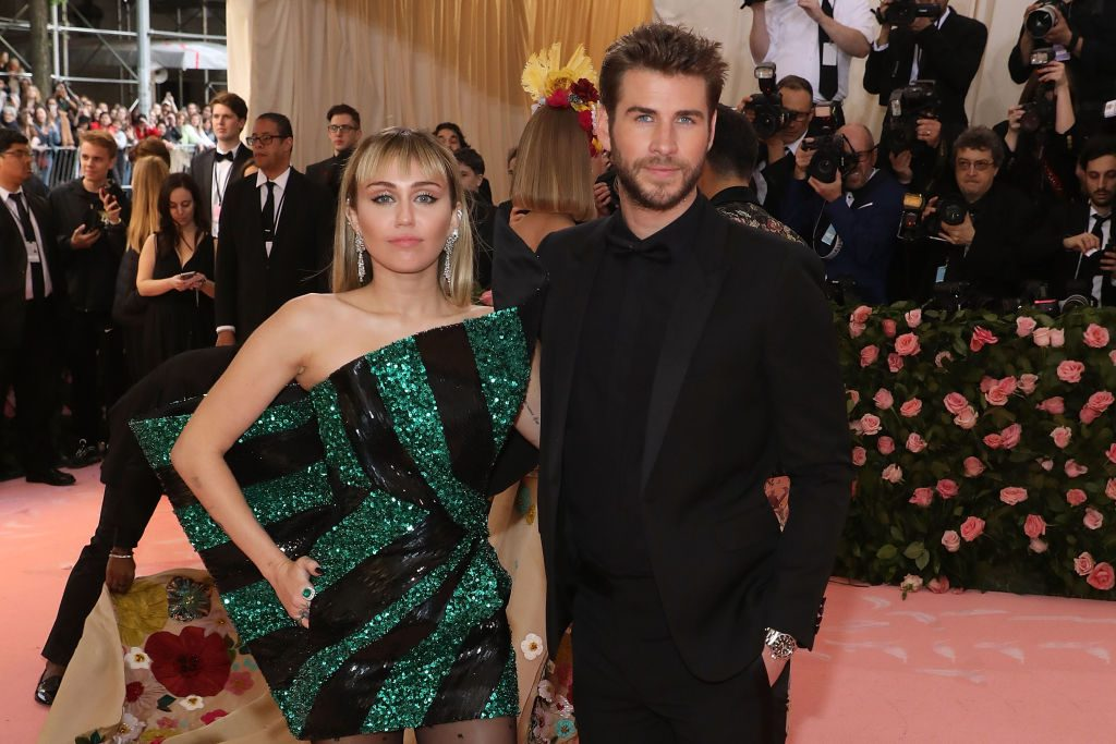 Miley Cyrus kisses Kaitlynn Carter amid Liam Hemsworth split news