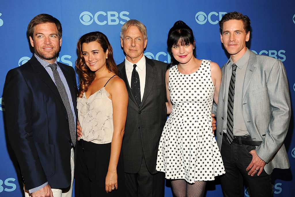 (L-R)  Michael Weatherly, Cote de Pable, Mark Harmon, Pauley Perrette and Brian Dietzen in 2013 | Ben Gabbe/Getty Images