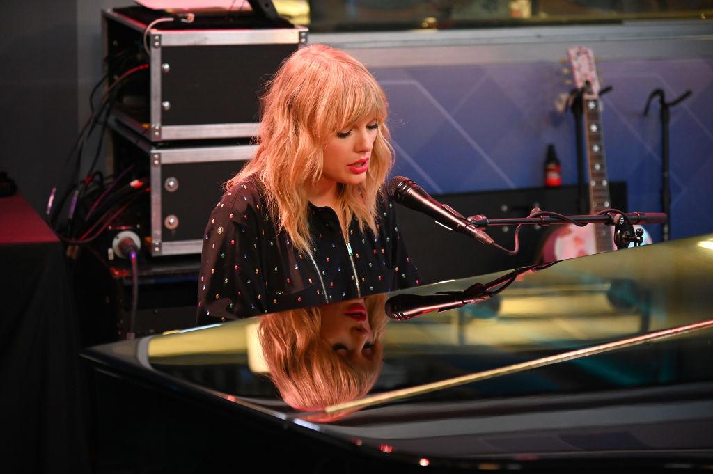 Scooter Braun Taylor Swift