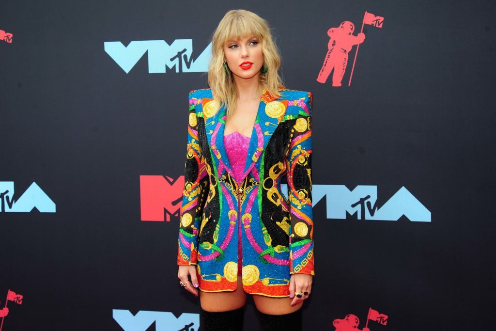 Taylor Swift re-recording songs thanks to Kelly Clarkson