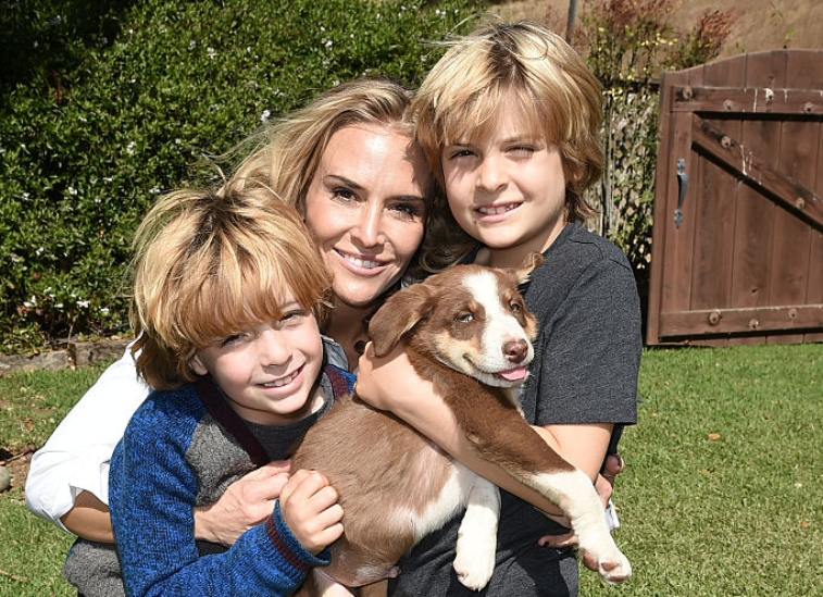 Brooke Mueller with sons Max and Bob