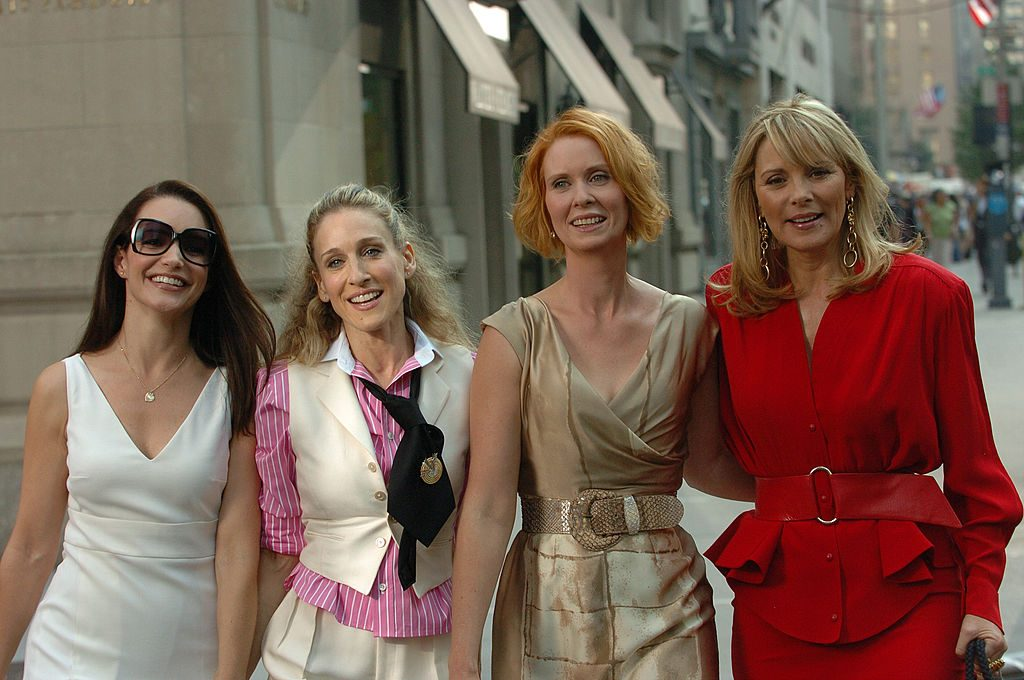 Kirsten Davis, Sarah Jessica Parker, Cynthia Nixon, and Kim Cattrall filming the first Sex and the City movie