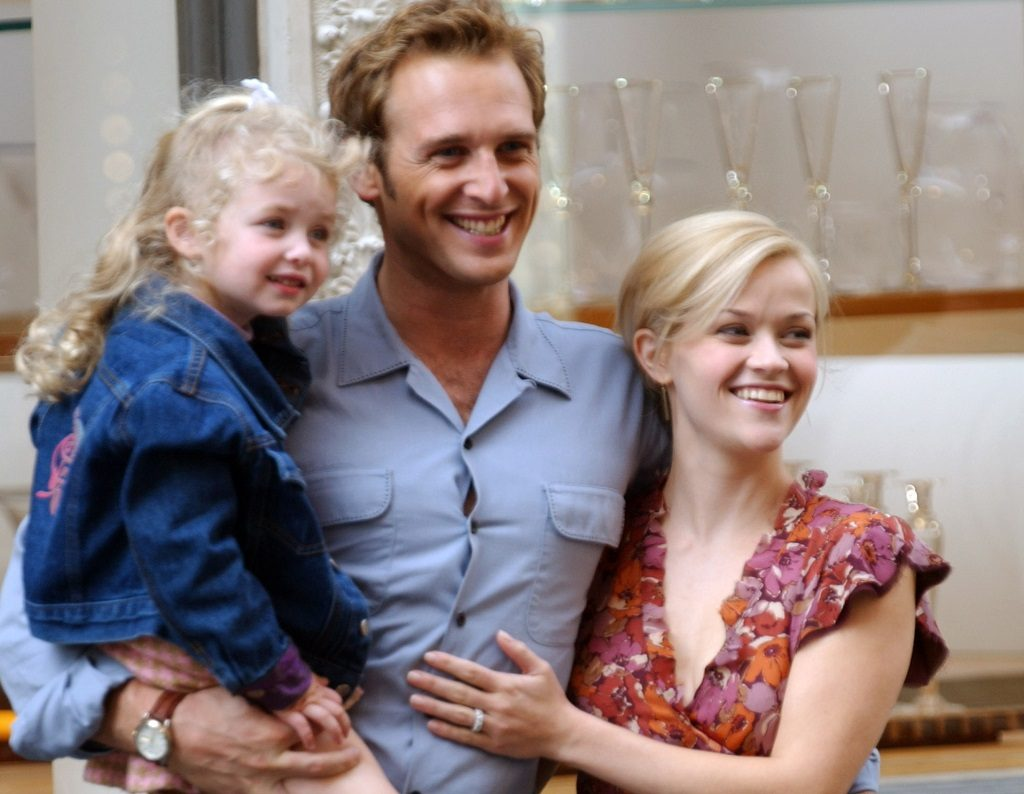 Josh Lucas (center) and Reese Witherspoon filming Sweet Home Alabama in New York City, New York.
