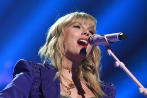 Did Taylor Swift Really Sing 'Lover' Live At the VMAs?
