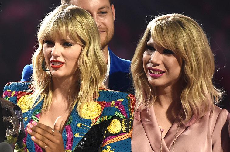 Taylor Swift next to Jade Jolie at the VMAs
