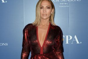 Jennifer Lopez Reveals How She Stayed in Character on the Set of 'Hustlers'