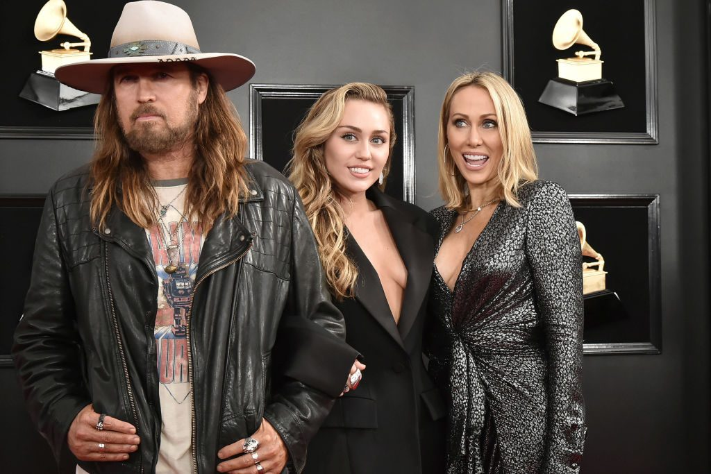 Miley, Billy Ray, and Tish Cyrus walk the red carpet