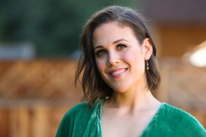 Hearties Can Meet 'When Calls the Heart' Star Erin Krakow at Christmas-Con 2019
