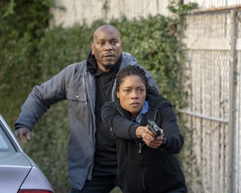 Tyrese and Naomie Harris in Black and Blue