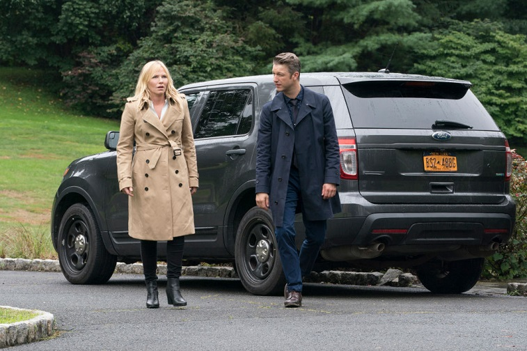 "Kelli Giddish as Detective Amanda Rollins and Peter Scanavino as Dominick ""Sonny"" Carisi"