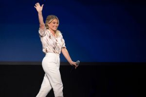 'Lizzie McGuire' Reboot: Hilary Duff Shares Photo From Behind The Scenes of New Show