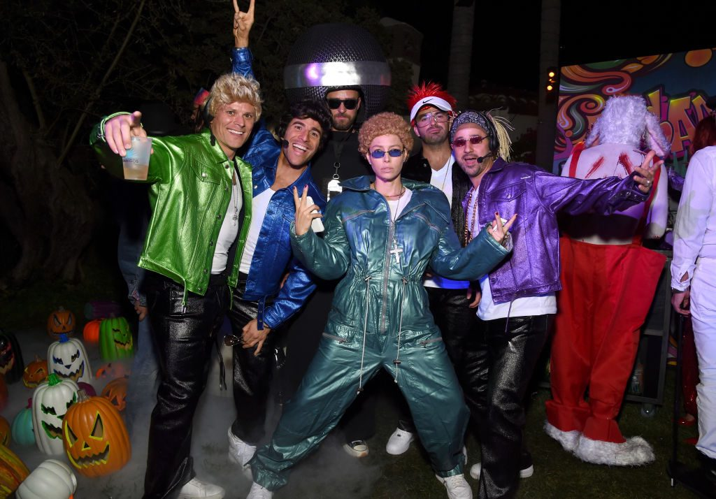 Jessica Biel and Justin Timberlake with friends dressed up as *NSYNC