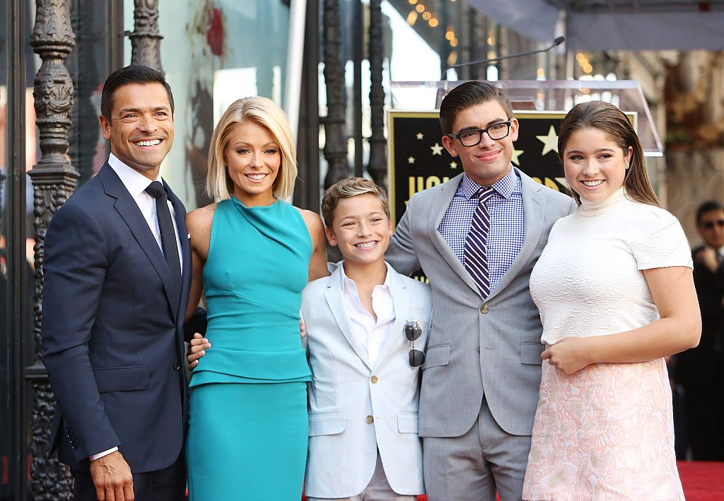 Kelly Ripa, Mark Consuelos with their children