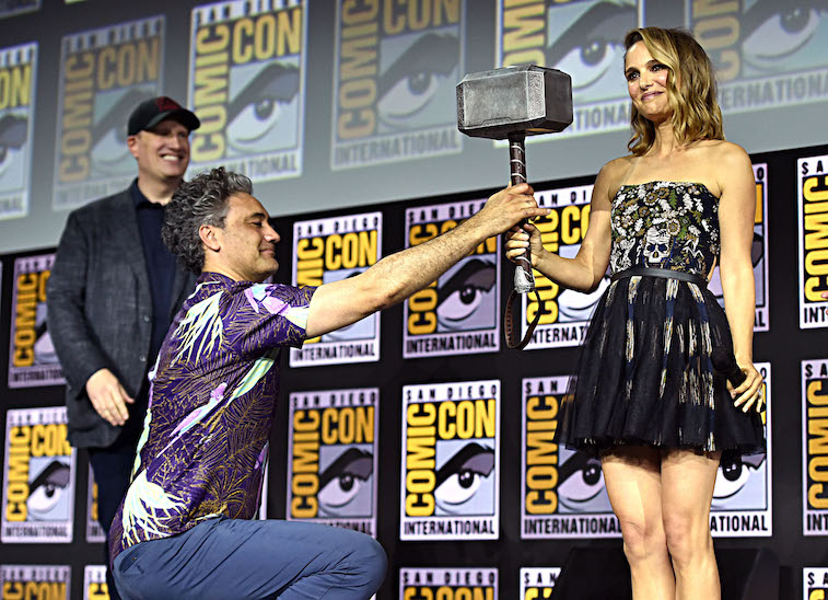 Natalie Portman is handed Thor's hammer at comic-con