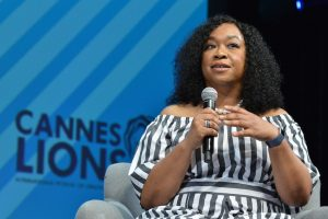 Shonda Rhimes Has Pizza Flown In From Chicago Every Christmas Because She's Shonda Rhimes