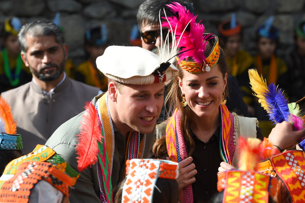 William and Kate meet school children in Pakistan