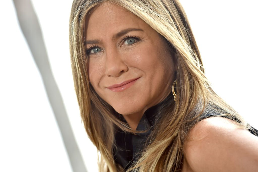 Jennifer Aniston teases new project with 'Friends' cast