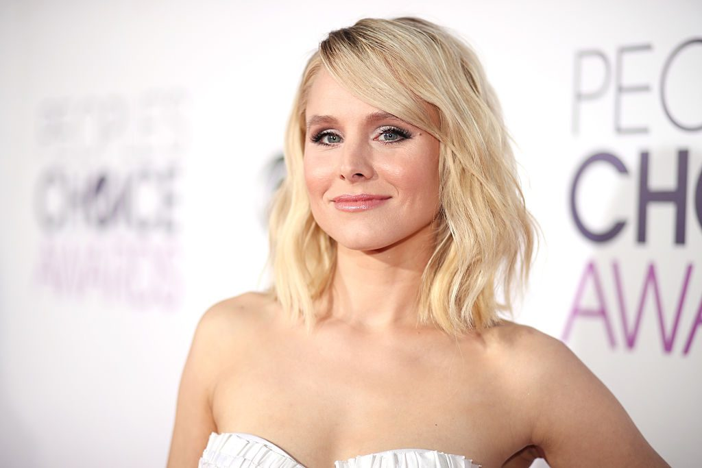 Kristen Bell attends the People's Choice Awards 2017 at Microsoft Theater.
