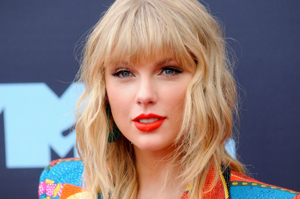 Taylor Swift attends the 2019 MTV Video Music Video Awards.