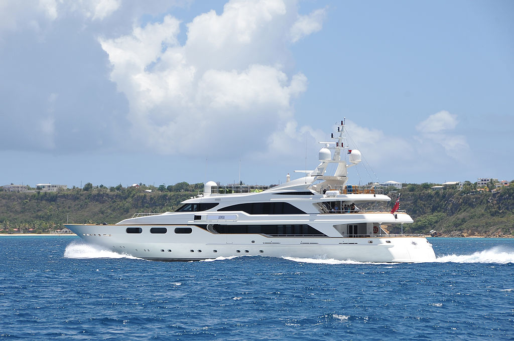 """""""Honor"""" luxury yacht in Cole Bay, St. Maarten"""