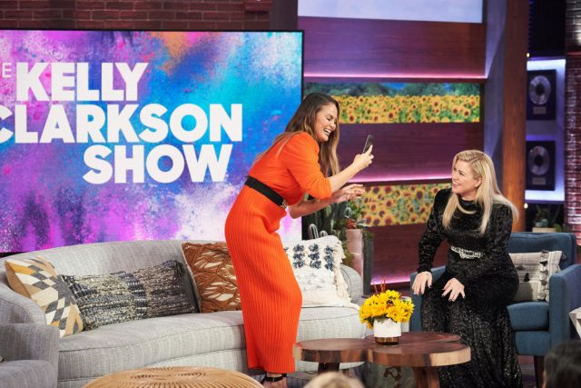 Chrissy Teigen and Kelly Clarkson on 'The Kelly Clarkson Show' in Nov. 2019