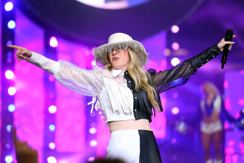 Ellie Goulding performs during halftime at the Thanksgiving game