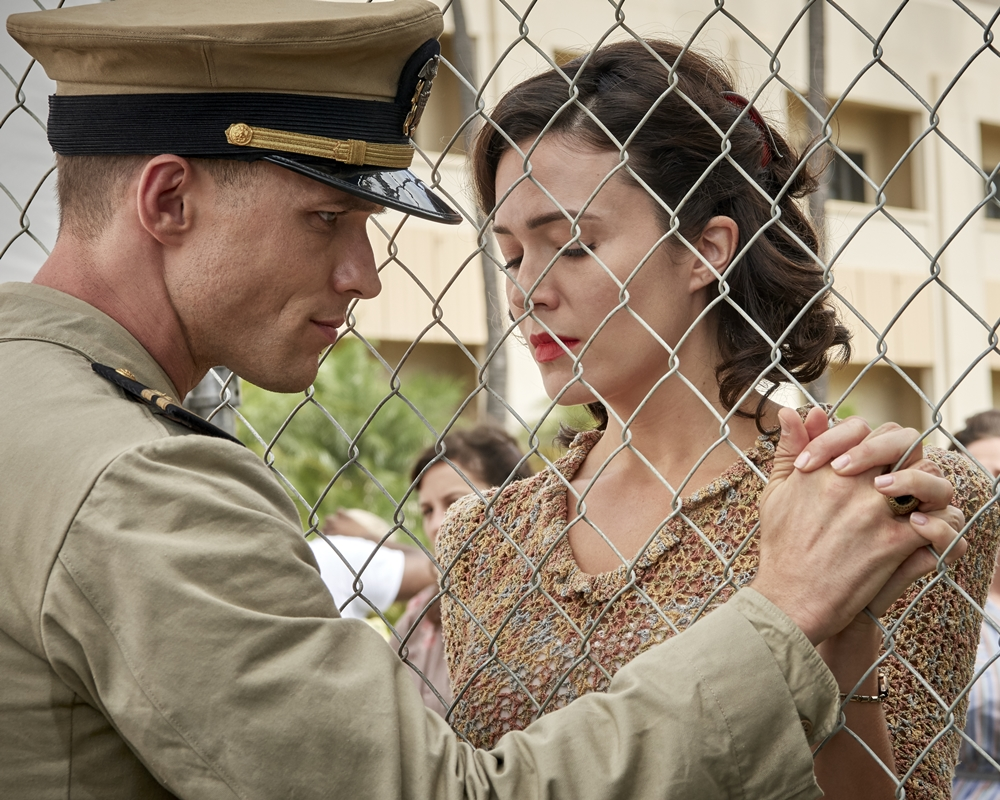 Ed Skrein and Mandy Moore in Midway