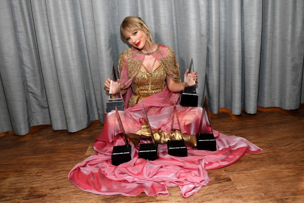 Taylor Swift at the 2019 AMAs