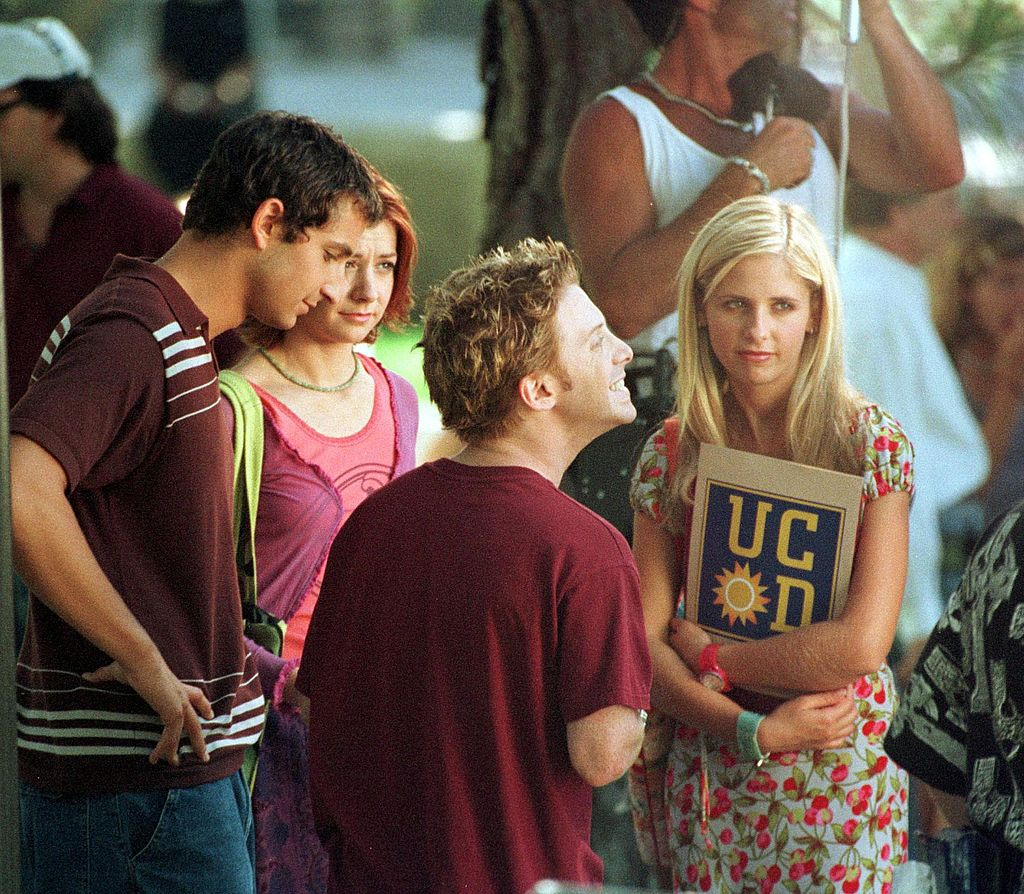 Sarah Michelle Gellar, Alyson Hannigan, and Seth Green filming the first episode of Season 4 of 'Buffy The Vampire Slayer'