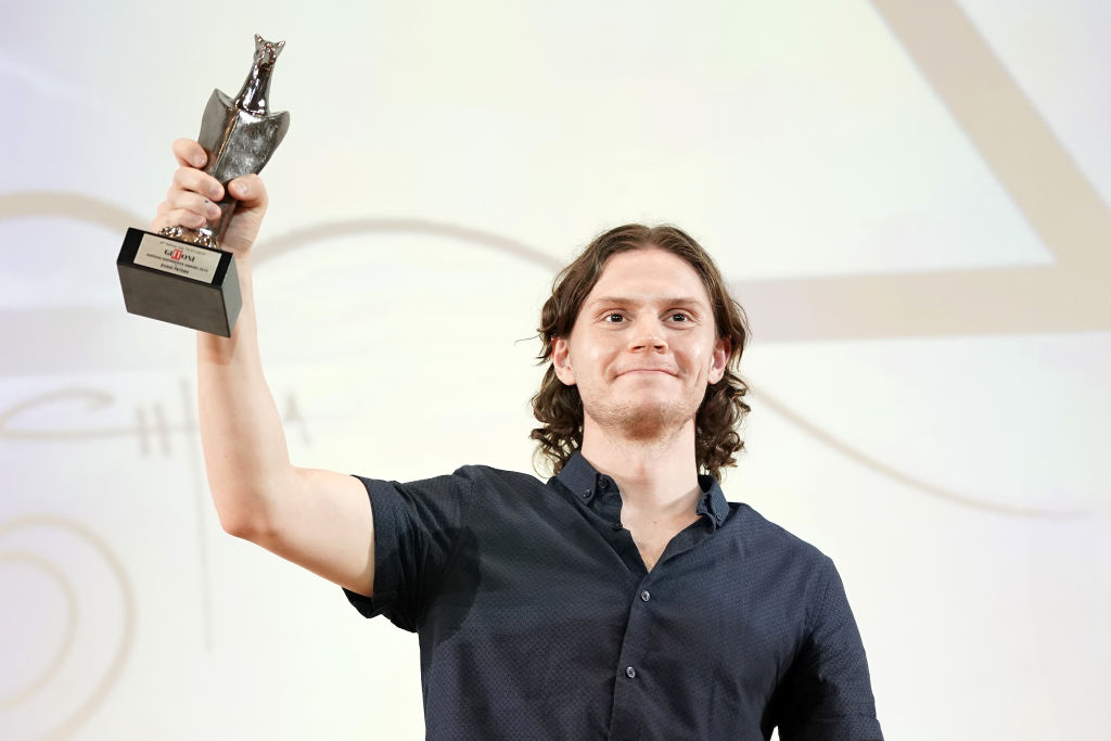 Evan Peters poses with his Giffoni Experience Award during Giffoni Film Festival 2019.