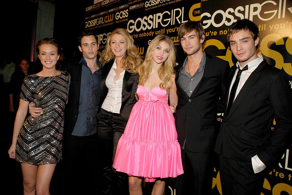 (L-R) Leighton Meester, Penn Badgley, Blake Lively, Taylor Momsen, Chace Crawford, and Ed Westwick at the premiere of Gossip Girl