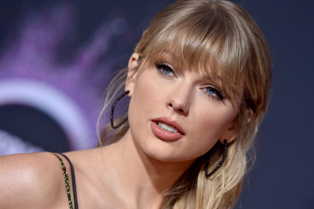 Taylor Swift attends the 2019 American Music Awards