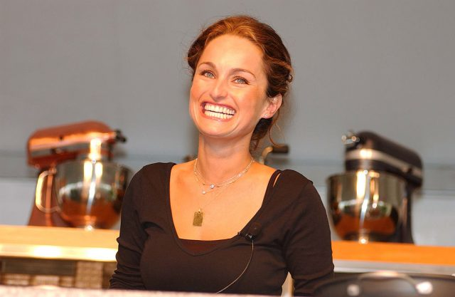This is How Giada De Laurentiis Beats the Holiday Bloat