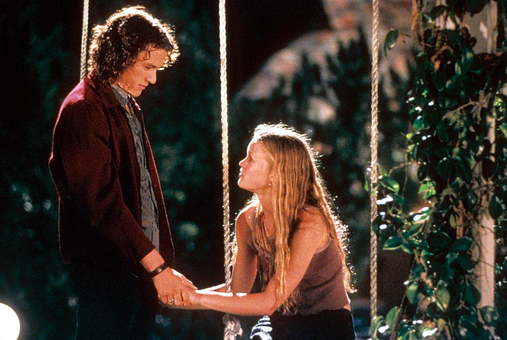 Heath Ledger and Julia Stiles at swing in a scene from the film '10 Things I Hate About You', 1999