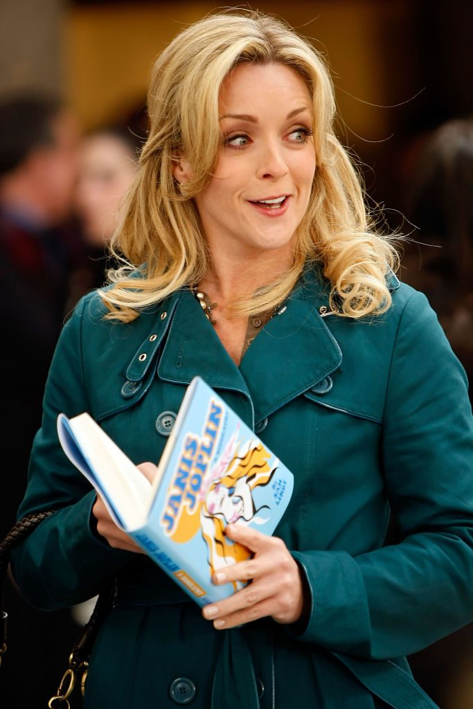 Jane Krakowski on set of 30 Rock