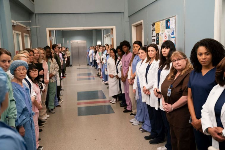 Kelly McCreary and the female staff of Grey-Sloan